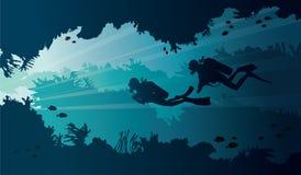 Подводные водолазы пещеры и акваланга на море бесплатная иллюстрация