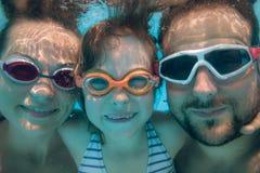 Подводный портрет семьи Стоковые Фото