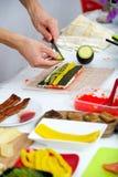 Подготавливает суши крена Филадельфии Стоковая Фотография RF