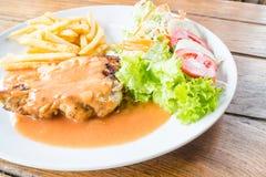 Подготавливайте для еды зажаренного стейка цыпленка Стоковая Фотография