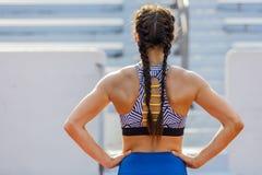 Подготавливать фитнеса брюнет модельный разработать стоковая фотография