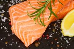 Подготавливать salmon стейк Стоковое Фото