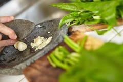 Подготавливающ японский sauted шпинат Стоковое Фото