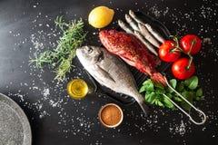 Подготовка зажаренной рыбы Стоковое Фото