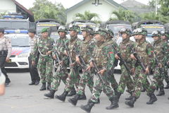 Подготовка индонезийских национальных войск в городе сольной, центральной безопасности Ява Стоковое Фото