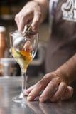 Подготовка итальянского мороженого artisanal Стоковые Изображения