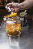 Подготовка итальянского мороженого artisanal Стоковые Фотографии RF