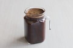 Подготовка кофе brew малой серии холодная кофе выдерживая в комнате Стоковая Фотография RF