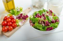 Подготовка смешанного vegetable салата Стоковое Изображение RF