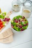 Подготовка смешанного vegetable салата Стоковые Фотографии RF