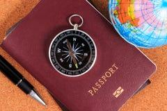 Подготовка для перемещения, компаса, пасспорта, ручки и раздувного wo Стоковое Изображение RF