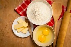 Подготовка для печь, печет ингридиенты стоковая фотография