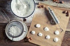 Подготовьте macaroons выпечки домодельные Стоковое фото RF