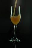 полейте вино Стоковая Фотография RF