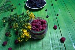 Поленики и ежевики ягод на деревянной предпосылке Стоковые Изображения RF