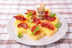 Полента, томат и базилик Стоковые Фото