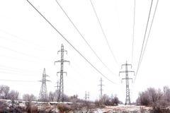Поддерживает высоковольтную зиму линий электропередач Стоковое Фото