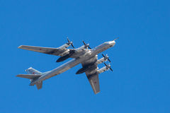 полет бомбардировщика стратегический стоковое фото rf