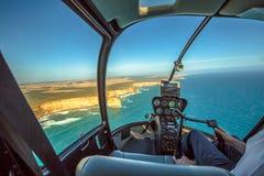 Полет вертолета над 12 апостолами Стоковое Изображение RF