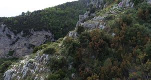 Полет в горы над побережьем Амальфи в Италии видеоматериал