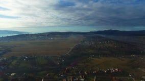 Полет над деревней сельской местности сток-видео