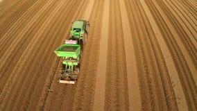 Полет над полем картошки сток-видео