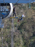 Полет человека от моста, Сочи Стоковые Изображения