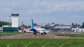 Полет FlyDubai на международный аэропорт Стоковое Фото