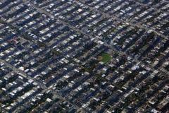 Поле бейсбола вида с воздуха и баскетбольная площадка и окружать Стоковые Изображения