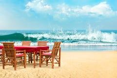 поле глубины стулов пляжа отмелое очень Стоковые Фото