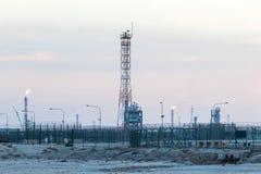 Поле нефтяной промышленности нефти и газ Стоковое Изображение