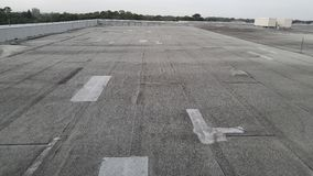 Поле; доработанная крыша на коммерчески воздушных карманах найденных зданием Стоковая Фотография