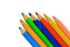 поле покрашенной глубины предпосылки изолировало белизну карандашей отмелую Стоковая Фотография RF