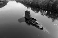 Поддельная подводная лодка в реке стоковые фотографии rf