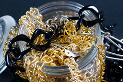 Поддельные украшения и цепи Стоковые Фотографии RF