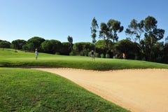 Поле для гольфа, игроки, Андалусия, Испания Стоковое фото RF