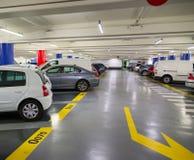 Подземное место для стоянки с автомобилями Стоковые Фото