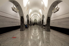 Подземные, освещенные контржурным светом стены Стоковое фото RF