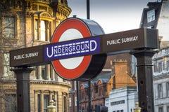 Подземный знак, около Даунинг-стрит, Вестминстер, Лондон Стоковые Изображения