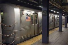 Подземный поезд на площади ферзей стоковое изображение