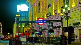 Подземный подпишите внутри цирк Piccadilly, Лондон сток-видео