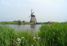 Подлинная голландская ветрянка на комплексе ветрянки Kinderdijk стоковое фото