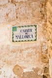 Улица Майорки крыла знак черепицей улицы стоковые фото