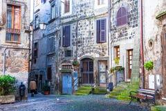 Подлинные очаровывая средневековые деревни Италии Стоковое Изображение