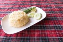 Подлинные тайские жареные рисы принятые внешнее с естественным светом Стоковые Изображения RF