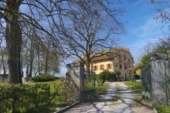 Подлинный швейцарский загородный дом Стоковые Изображения RF