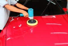 Полировать автомобиль Стоковые Фотографии RF