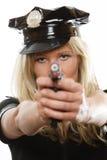 Полисмен женщина-полицейского с оружием Стоковое Изображение