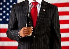Политик: Держать пивную бутылку Стоковые Фотографии RF