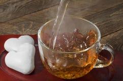 Политы печенья пряника в форме сердца и чая Стоковые Фото